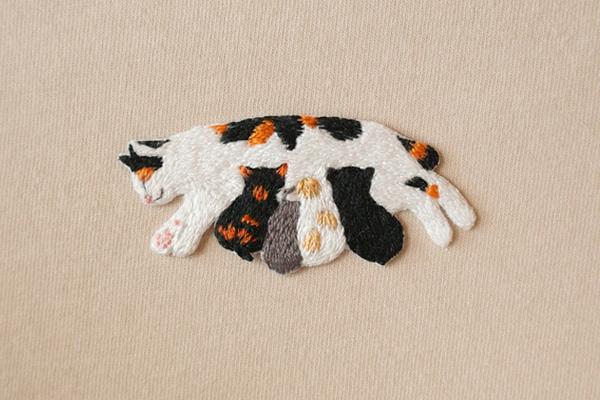 三毛猫親子の手刺繍ワッペン