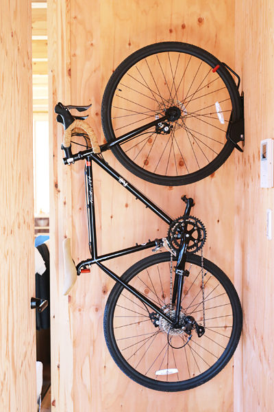 自転車 壁に取り付け