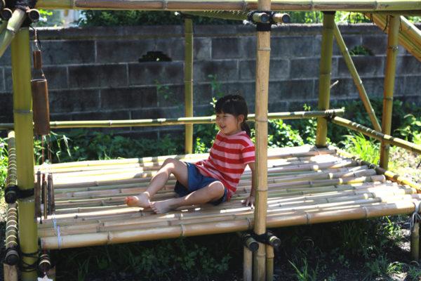 竹小屋手作り DIY 竹の滑り台